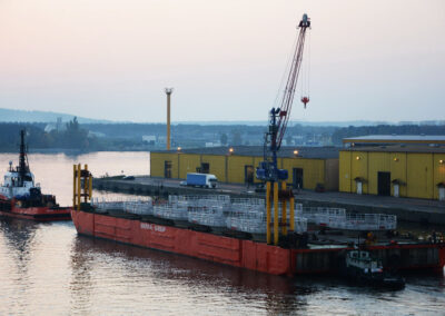Anlegestellen für Offshore-Monopile-Windkrafttürme in Hornsea - Großbritannien