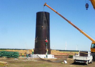 Windkraftturm mit Fundament in Kavarna - Bulgarien